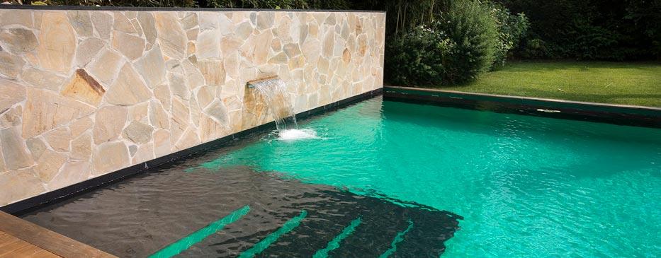 Realizzazione piscine italia for Piscina fondo nero